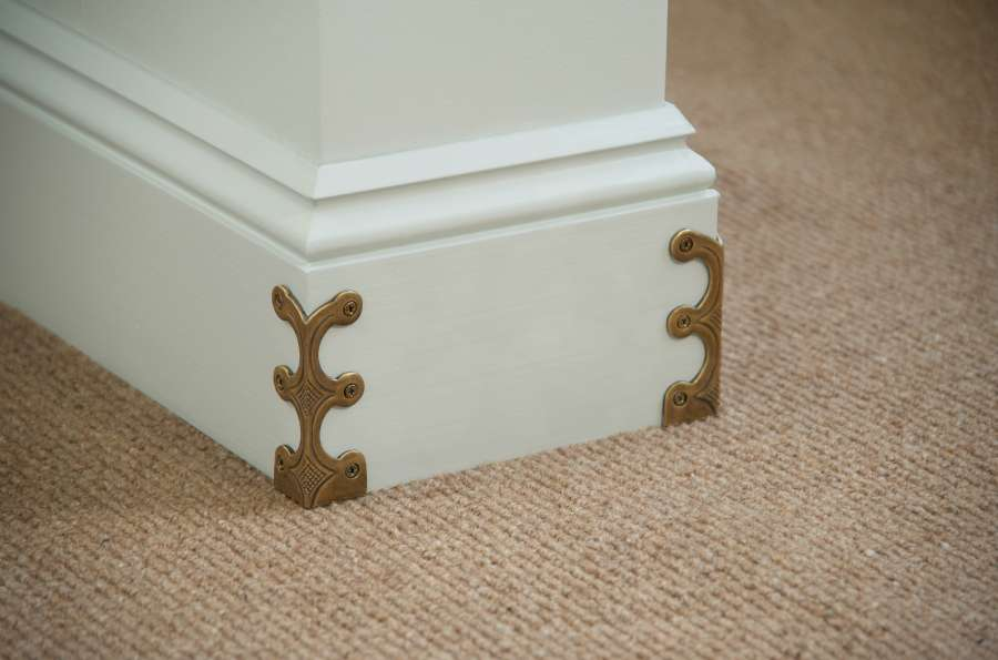 Skiffers in Antique Brass detail by Stairrods UK-900